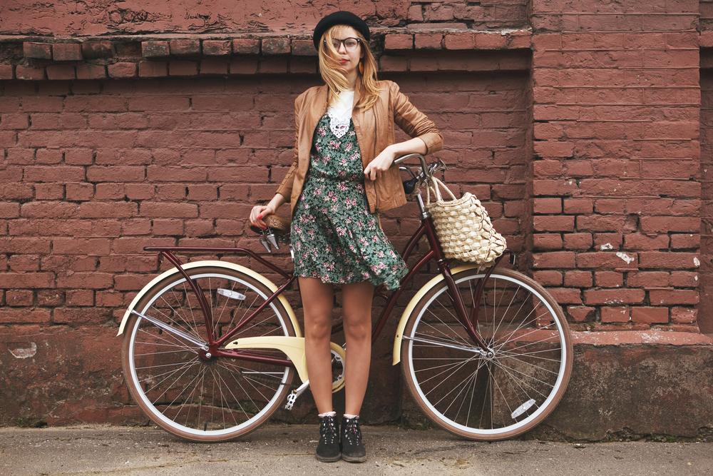 Hipster & Bike - © Shutterstock